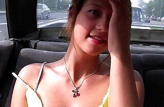 girl sucks in the car on the roadside