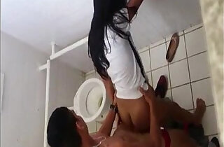 Real hight school fuck in the toilet