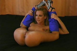 Flexible babe her pussy