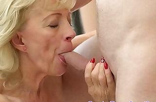 Saggytit grandma creampied in shavedpussy