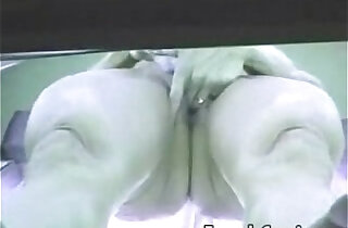 Voyeur Camera Mulher pelada se masturba no bronzeamento Flaga amador