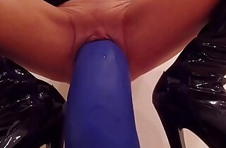 Fetish with curvy huge dildos