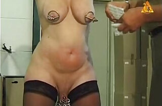 Mature slut Heidy with heavy genital n nip piercings