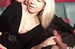 French mature stockings gets double penetrated in a swinger club