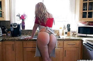 Lovely blonde Alexis Texas with classy fat butt